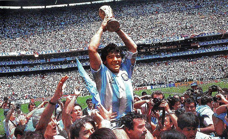 Murió Maradona campeón 86