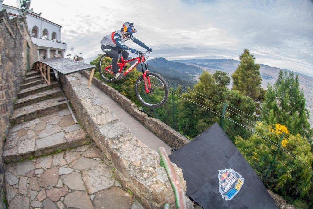 Pedro Burns Red Bull Monserrate cerro abajo 2021
