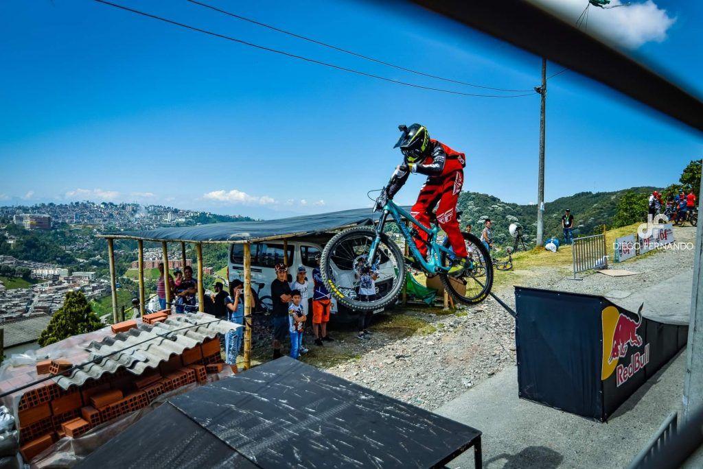 downhill Sergio Builes